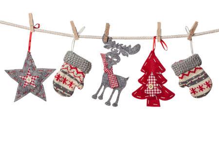 renos navide�os: Decoraciones de Navidad colgando aislados sobre fondo blanco Foto de archivo