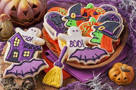 calabazas de halloween: Galletas coloridas para la fiesta de Halloween Foto de archivo