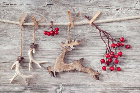 renos de navidad: Decoración de Navidad sobre fondo de madera