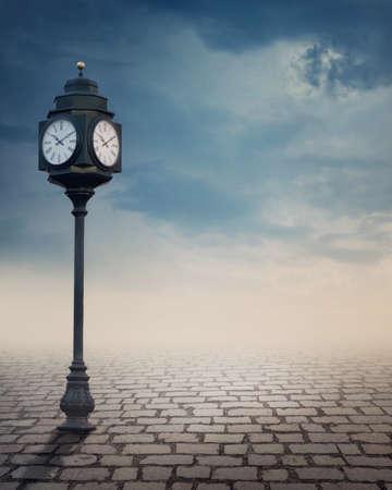 epoca: Vintage reloj de la calle al aire libre al aire libre