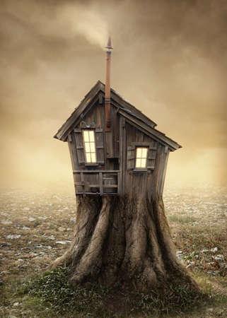 Fantasie boomhut in de wei