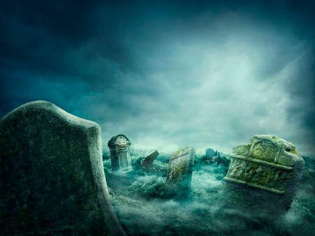 Spooky old graveyard at night Standard-Bild