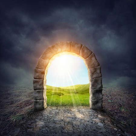 imaginacion: Entrada misteriosa a una nueva vida o principio Foto de archivo