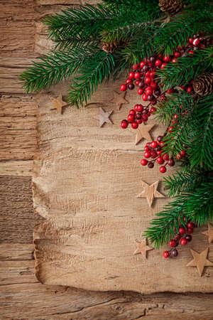 arbres fruitier: Vieux parchemin sur un fond en bois Banque d'images