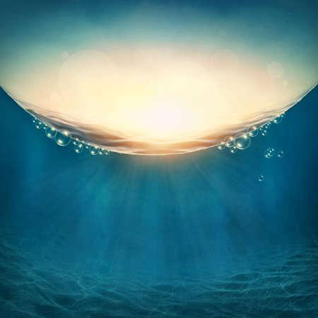 Kort onderwater achtergrond met zonnestralen