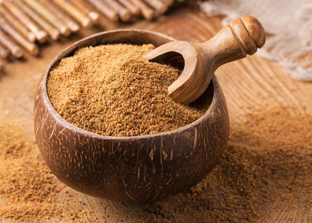 Coconut palm sugar in a bowl Stockfoto
