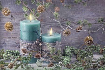 luz de velas: Velas verdes de la Navidad y la decoración