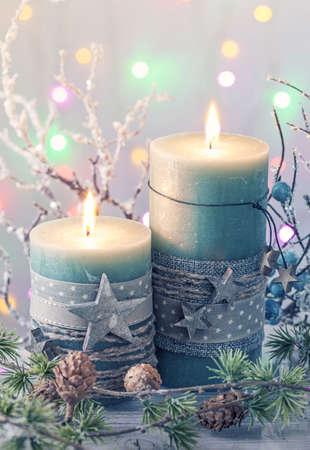 Velas verdes de la Navidad y la decoración Foto de archivo - 48142165