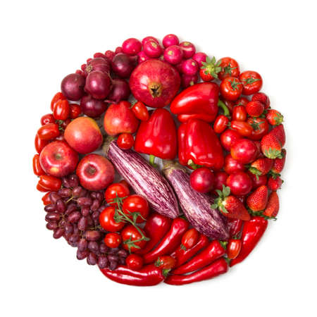 Circle of red fruits and vegetables isolated on a white background Standard-Bild