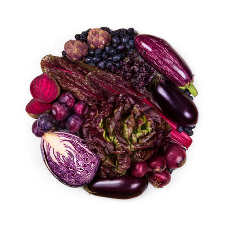 Circle of purple and blue fruits and vegetables isolated on a white background Banque d'images