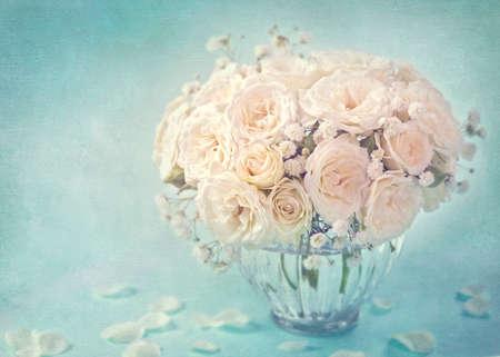 White roses in a vase Archivio Fotografico