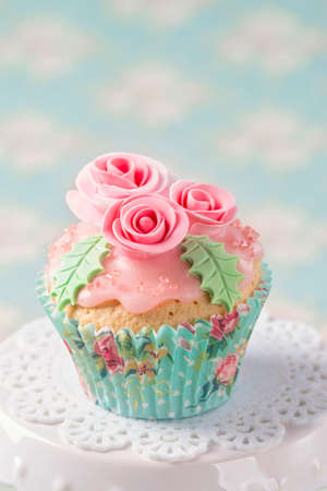 sugarpaste: Pastel colored cupcake with roses