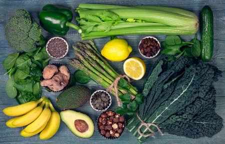 Alkaline foods above the wooden background Banque d'images