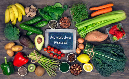 Alkaline foods above the wooden background Stockfoto