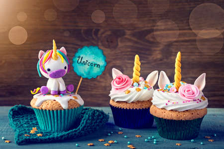 Unicorn cupcakes for a party 版權商用圖片 - 80024410