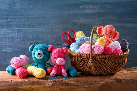 Amigurumi toys on a wooden background Standard-Bild - 106784886