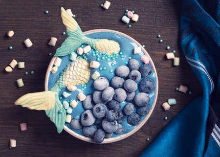 Healthy blue spirulina smoothie bowl with marmaid tail Standard-Bild