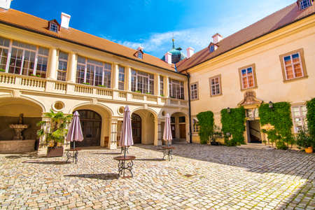 Courtyard of Mnisek pod Brdy chateau, Czech Republic. Famous place built in gothic style. Summer day with blue sky. 新聞圖片