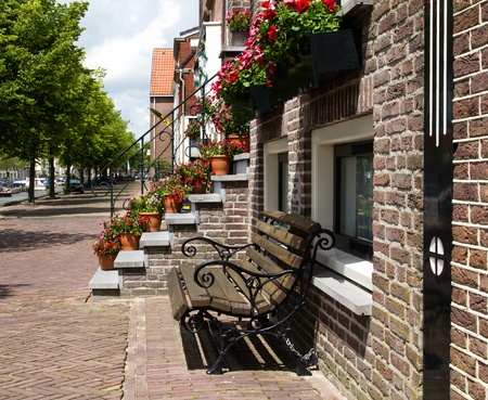 canal house: Panca per casa sul canale olandese con passi