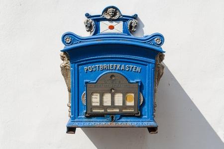 buzon: Público alemán antiguo buzón todavía en uso