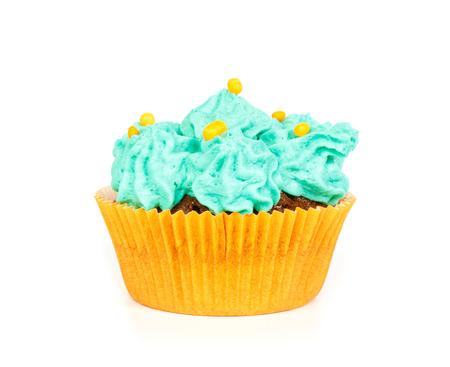 rosaces: Cupcake avec rosettes bleues de gla�age cr�me sur le fond blanc Banque d'images