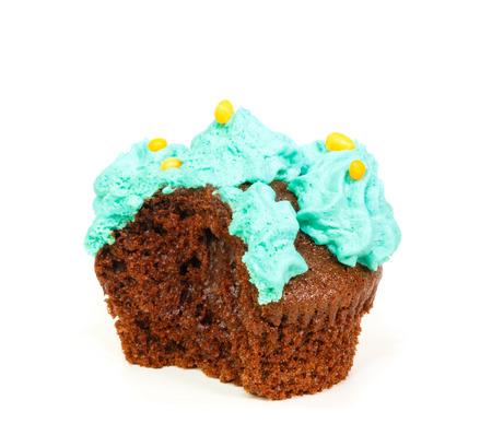 rosaces: Cupcake � la menthe rosettes bleues de gla�age cr�me dont une morsure prise