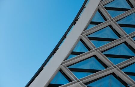 Structural glass facade curving roof. Abstract architecture fragment 免版税图像