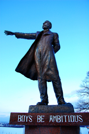 dr: Statue of Clark Dr