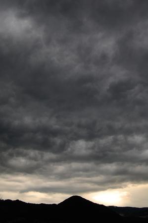 Dunkle Wolken Standard-Bild