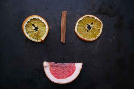smiley from slices of orange, cinnamon and grapefruit Imagens