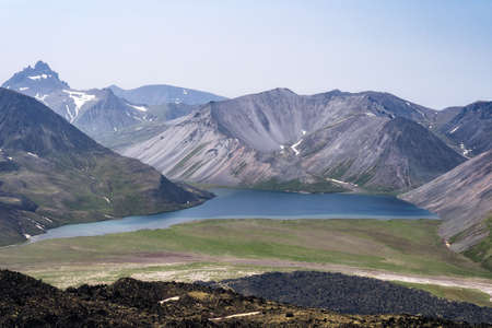 The picturesque lake Ketachan in Kamchatka, Russia. Bystrinsky National Park, near the volcano Ichinskaya Sopka. Standard-Bild - 130773374
