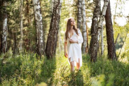 Portrait of beautiful girl in field Imagens