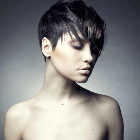 mujeres eroticas: Retrato de hermosa mujer sensual con elegante estilo de peinado