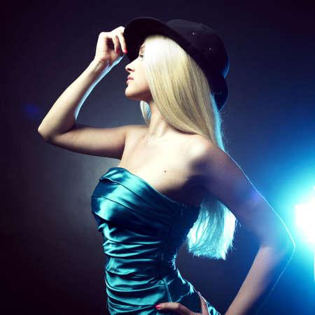 erotico: Ritratto di una bella ragazza balla nel cappello  Archivio Fotografico