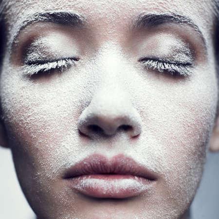 Portrait of beautiful Girl mit Frost auf Gesicht