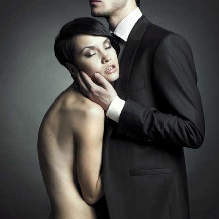 Portrait von jungen elegante Paare in der Ausschreibung Leidenschaft