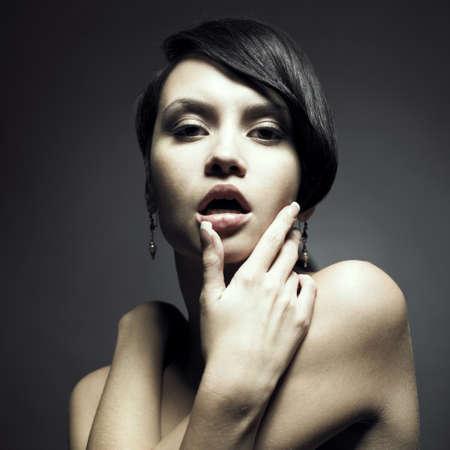 schwarze frau nackt: Portrait von sch�ne sinnliche Frau mit eleganten Frisur