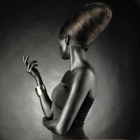 femme noire nue: Portrait de belle femme avec la peau noire