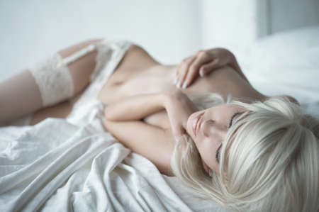 nude pretty girl: Fashion portrait of young elegant woman in bed