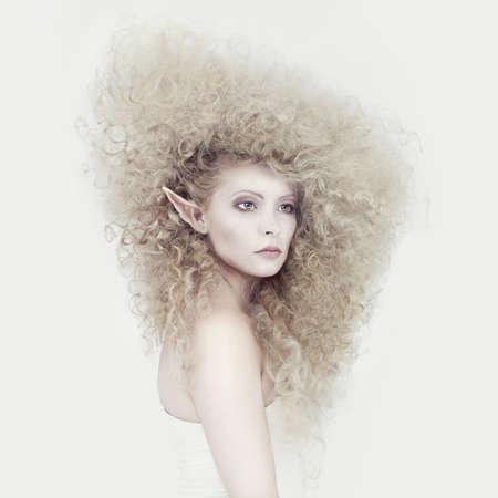maquillaje fantasia: Imagen con estilo de un elfo joven hermosa