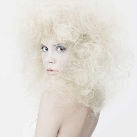 maquillaje de fantasia: La fotograf�a de moda de la rubia joven belleza con la fantas�a de maquillaje