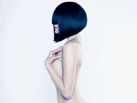 a bob: Mujer elegante desnuda con peinado con estilo corto Foto de archivo
