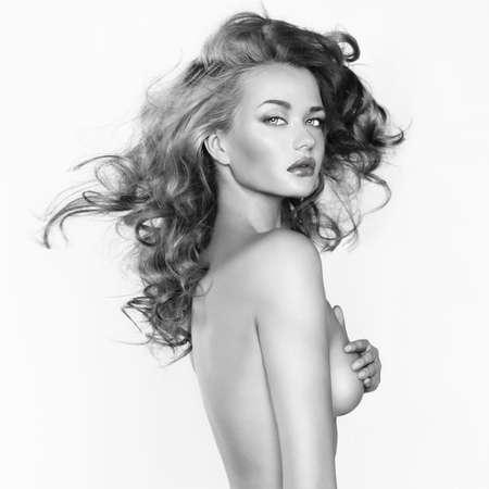 schwarze frau nackt: Schwarz-Wei�-Foto von nackten sch�nen Frau