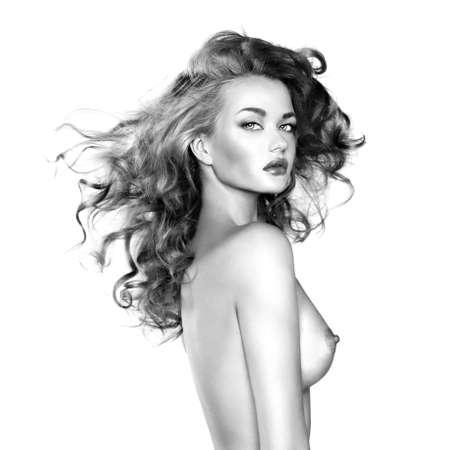 mujer desnuda senos: Foto blanco y negro de una mujer hermosa desnuda