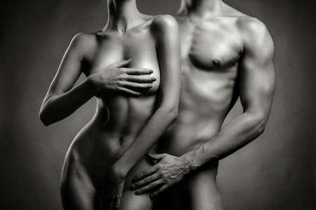 vrijen: Kunst foto van naakt sexy paar in de offerte passie