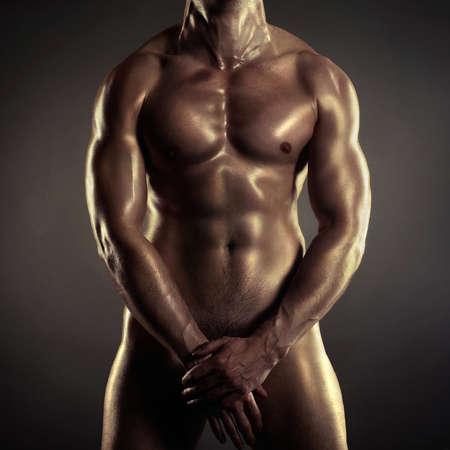 hombre desnudo: Poto de atleta desnudo con cuerpo fuerte