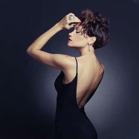 Fashion Foto der sch?nen Dame im eleganten Abendkleid