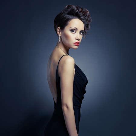 Fashion Foto der schönen Dame im eleganten Abendkleid Standard-Bild