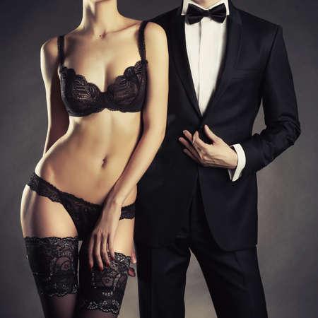 Art Foto von einem jungen Paar in sinnliche Dessous und ein Smoking Standard-Bild