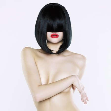 sexy nackte frau: Elegante Frau mit kurzen stilvolle Frisur